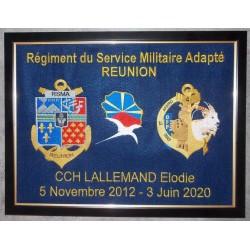 Broderie A3  avec deux insignes et personnalisation (livré avec cadre)